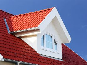 Fix tetőtéri ablak – Fény és biztonság a tetőtérben