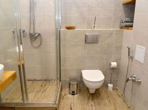 Sarok zuhanykabin: esztétikus megoldás bármekkora fürdőszobába